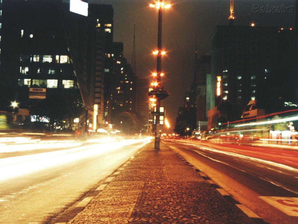 BXK517_AvenidaPaulista800