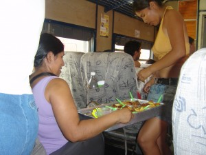 "Tem marmita dentro do trem, chama ""majadito"""