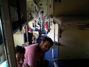 Trem de viagem, todo mundo junto e misturado