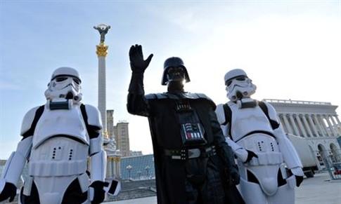 Darth e seus Stormtroopers em protesto